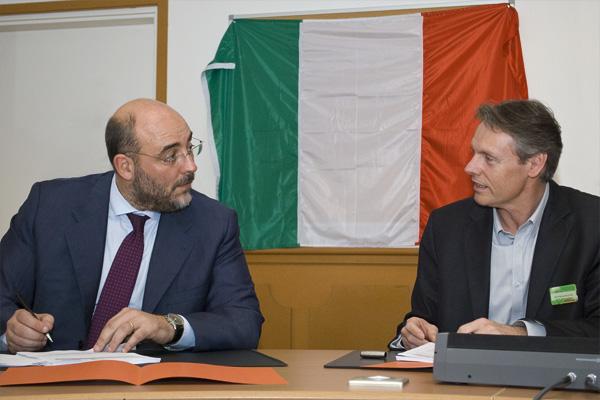 mr-bricolage-international-signature-partenariat-italie-self-2014-02